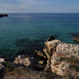 il Mare di MONOPOLI e i mulini… a vento – The Sea of MONOPOLES and the windmills … in the wind