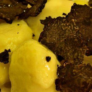 gnocchi di patate con tartufo nero pregiato ... - potato gnocchi with fine black truffle ...