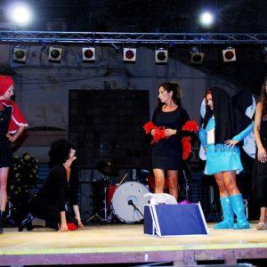 Loredana DE PAOLA (sulla sinistra) - Annalisa AGLIOTI (in ginocchio) - Giuditta CAMBIERI (al centro) Teresa LALLO (vestita come un angelo) - Nadia PERCIABOSCO